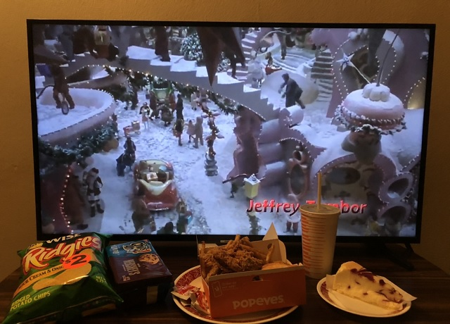 チキン&ケーキ&クッキーを食べながら映画を見る