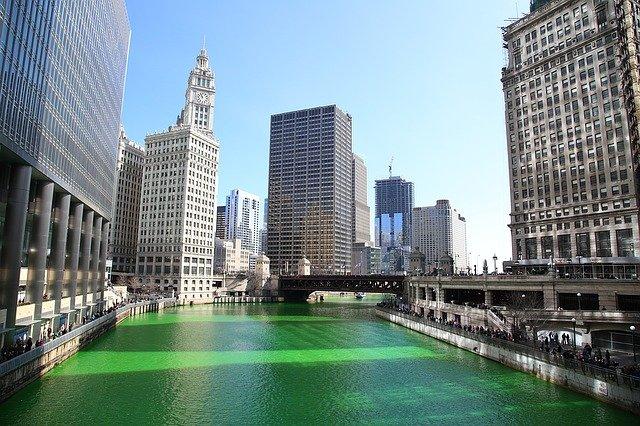 セントパトリックデー 緑 シカゴ川