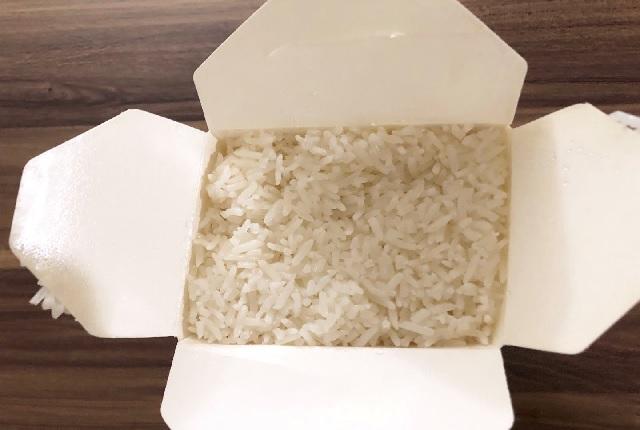 アメリカの中華料理をテイクアウト 白い箱